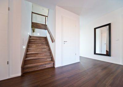 Treppe und Boden in einem Guss